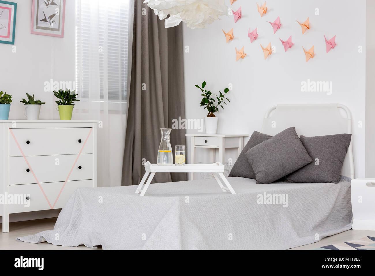 Decorazioni Camera Da Letto luce camera da letto con letto singolo, cassettiera e 3d