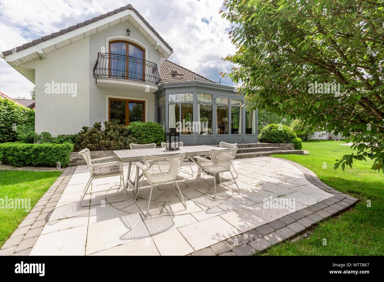 Mobili Da Esterno Design : Nuovo design villa con patio e bellissimi mobili da esterno