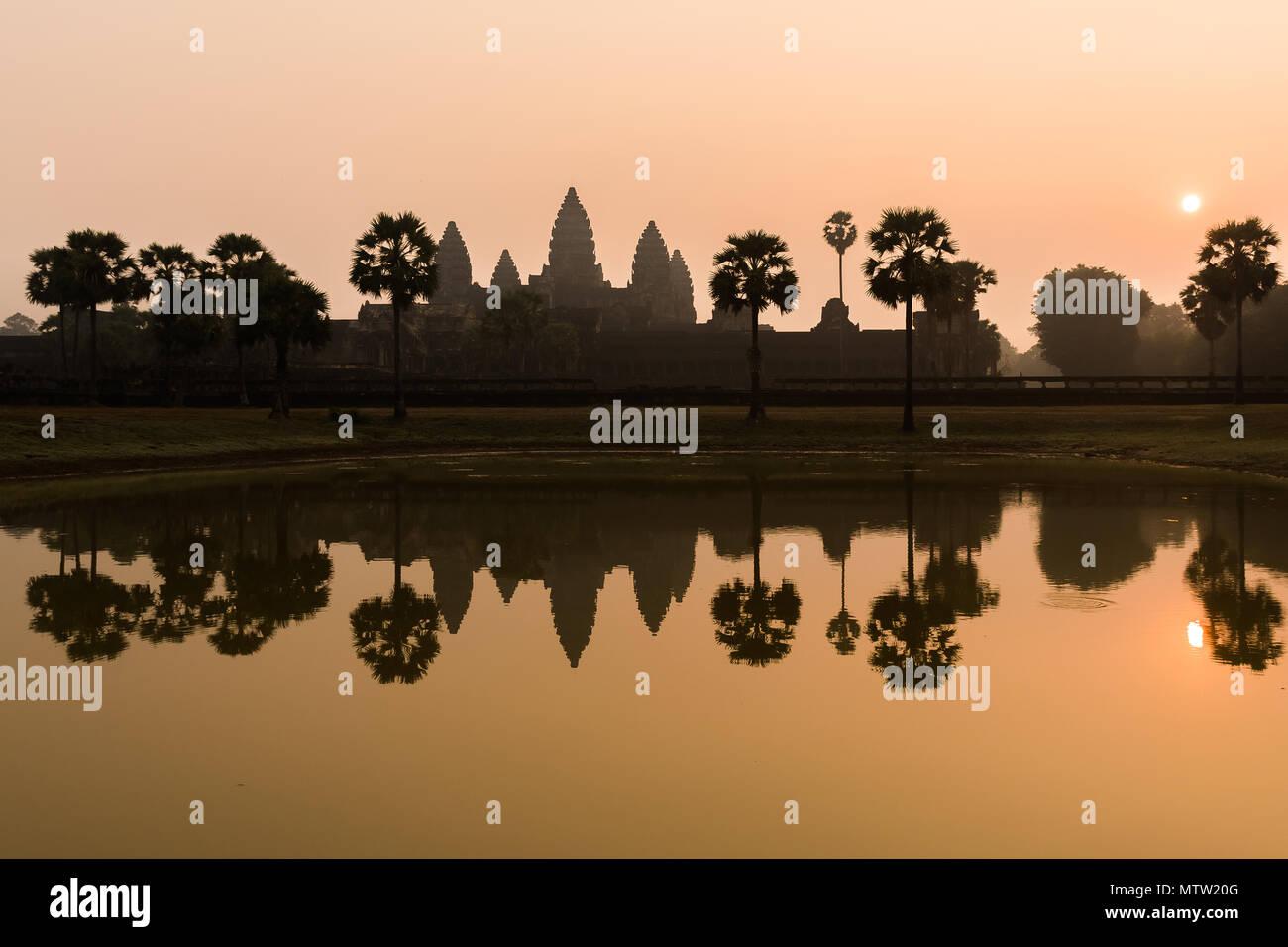Alba mozzafiato in antient vecchio Angkor Wat, Cambogia Immagini Stock