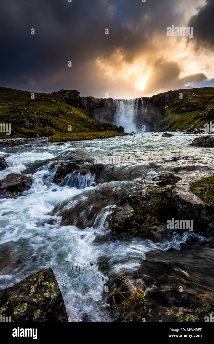 Uno dei la più iconica trova più piccoli e meno note cascate di Islanda Immagini Stock