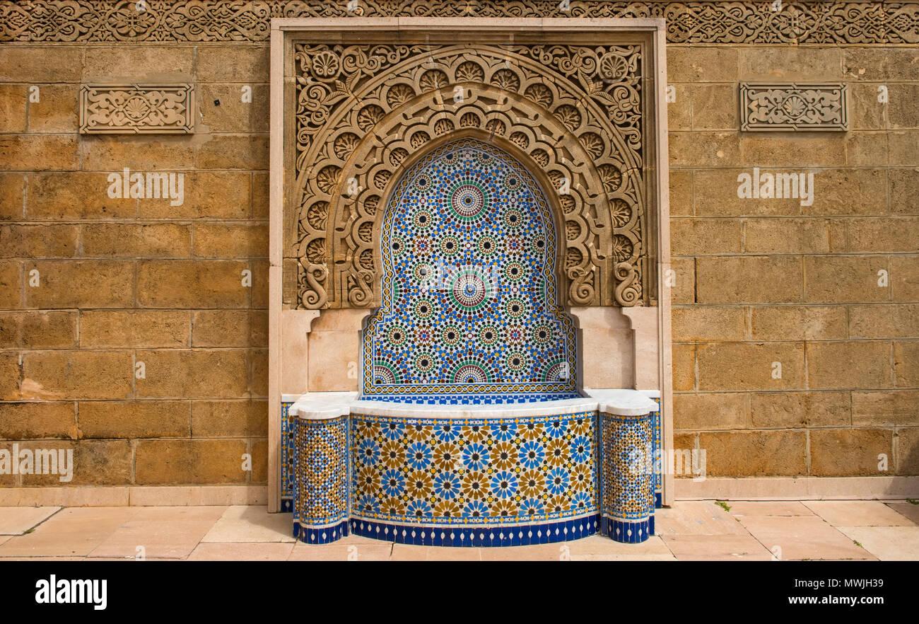 Il marocco fontana decorata con piastrelle a mosaico di rabat foto