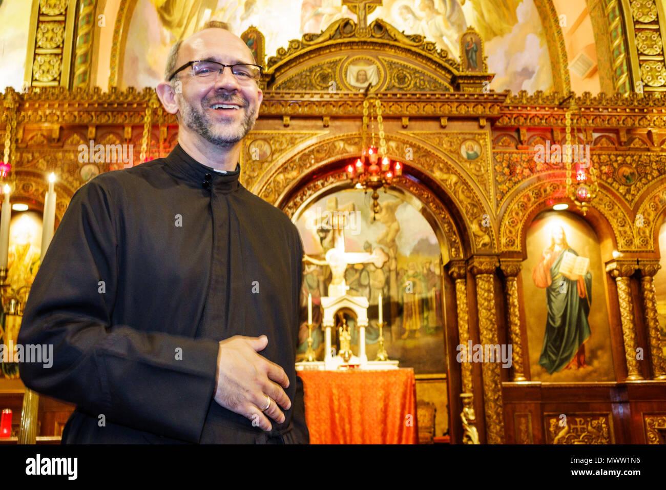 Louis nel Missouri Saint West End St Nicholas Chiesa Greco Ortodossa religione cristianesimo soffitto interno altare affresco banchi di stile bizantino sacerdote bl Immagini Stock