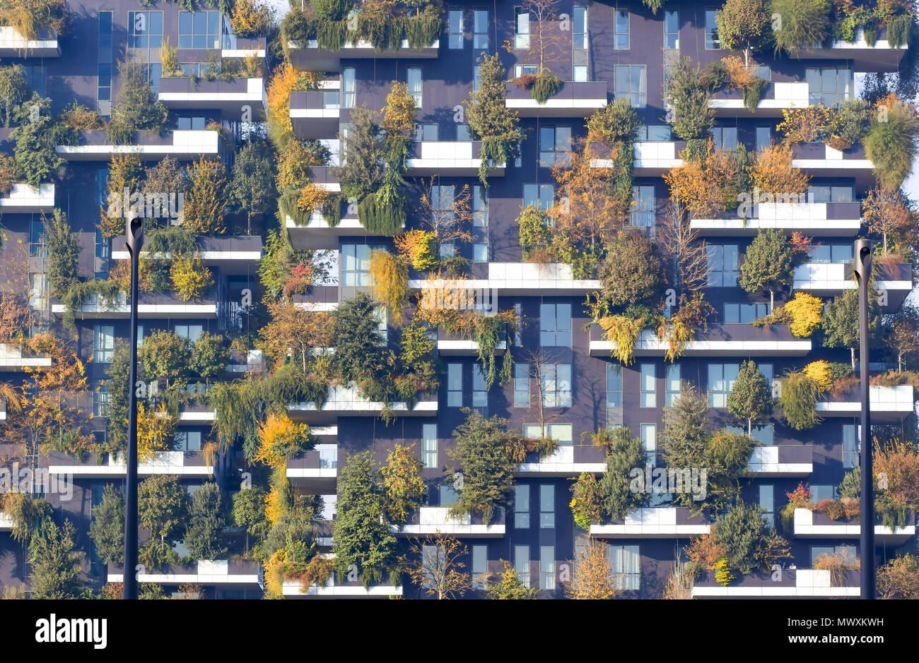 Nuovo E Moderno Appartamento Con Alberi Che Crescono Sui Balconi