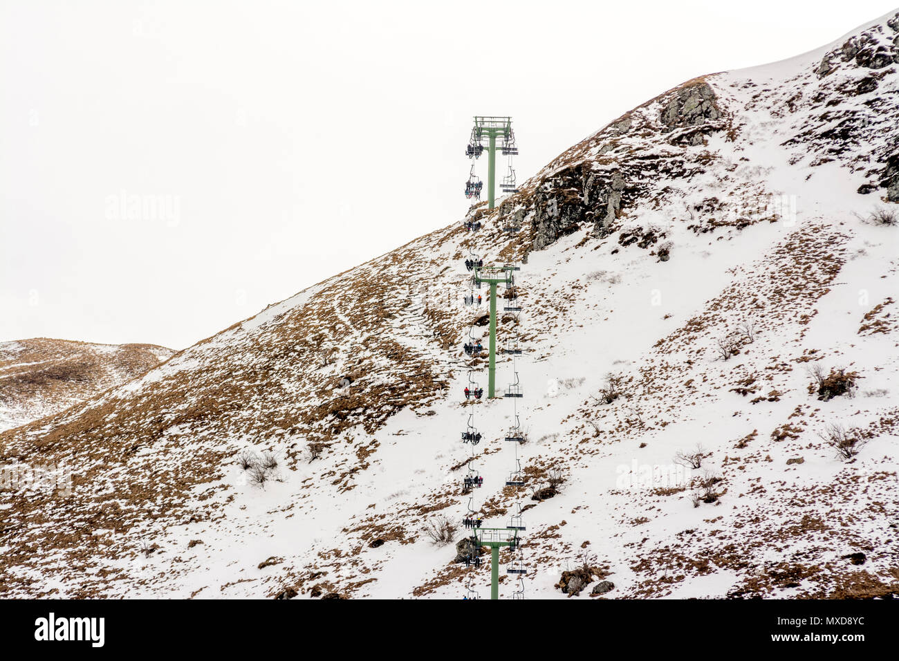 Seggiovie. Le Mont Dore ski resort, Auvergne, Francia Foto Stock