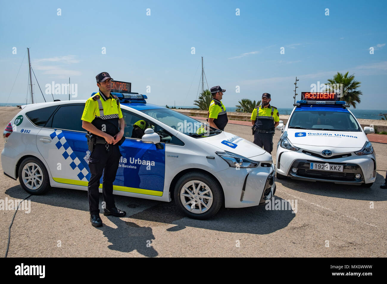Barcellona, in Catalogna, Spagna. Il 4 giugno, 2018. I veicoli nuovi della guardia urbana di Barcellona hanno visto con i loro corpi di polizia.Con la presenza del Sindaco Ada Colau e la sicurezza il commissario Amadeu Recasens, la presentazione della pattuglia nuovo parco veicoli della Guardia Urbana de Barcelona La polizia ha avuto luogo. L'investimento è stato di 12,6 milioni di euro. I veicoli nuovi con un sistema ibrido consentono un risparmio di combustibile di 608 euro per veicolo e per anno. Queste nuove auto sono dotate di nuove tecnologie di comunicazione e le telecamere con riconoscimento targhe. Allo stesso modo, tutti i veicoli sono equipaggiati con un de Immagini Stock