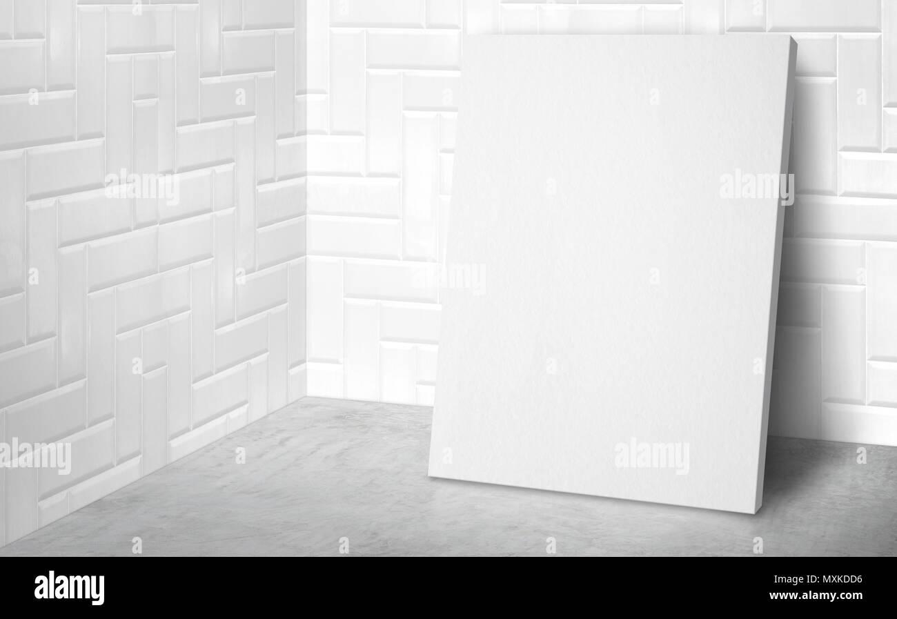 Poster in bianco nell angolo camera studio con piastrelle bianche