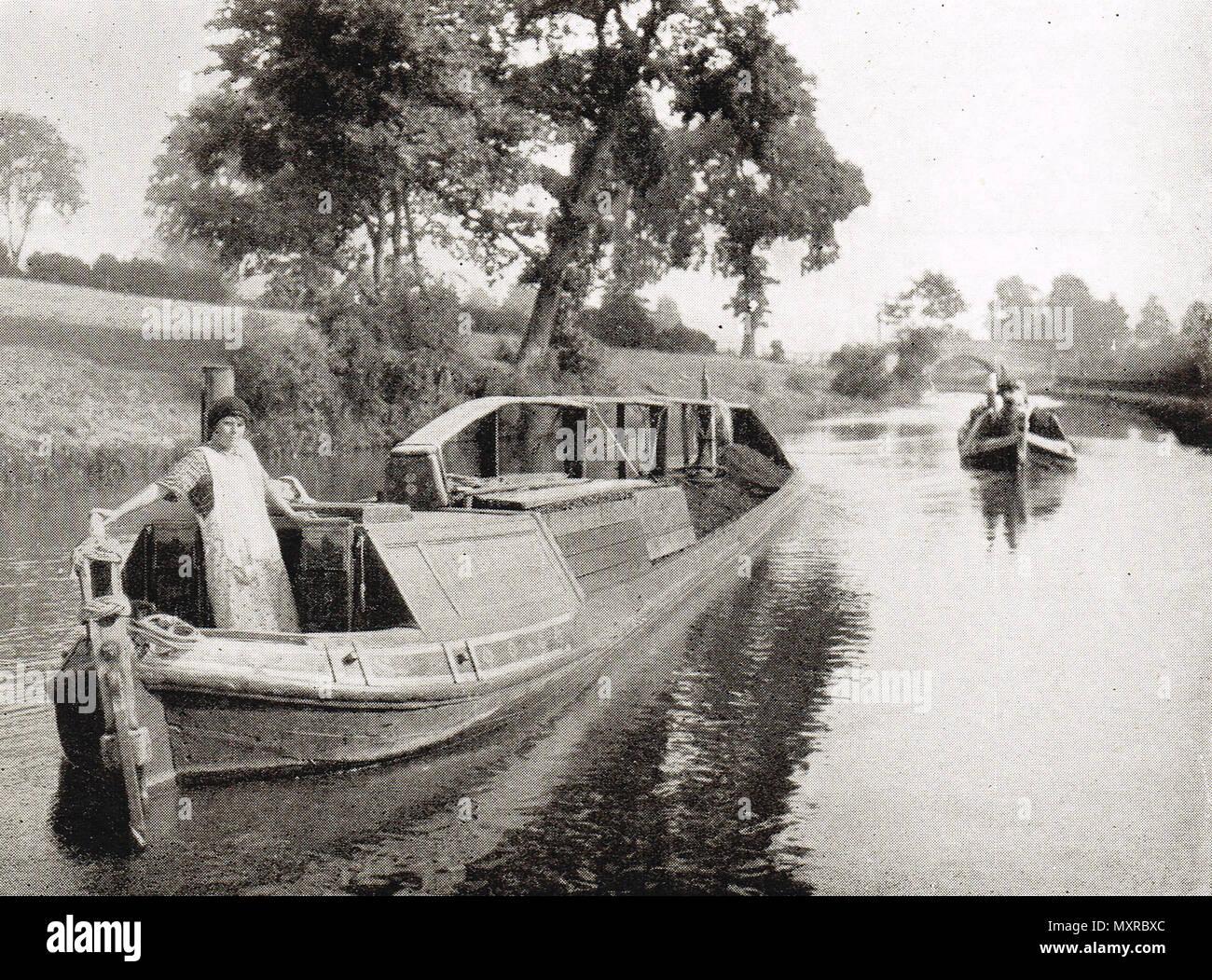 Chiatte di carbone su un canale del xx secolo Immagini Stock