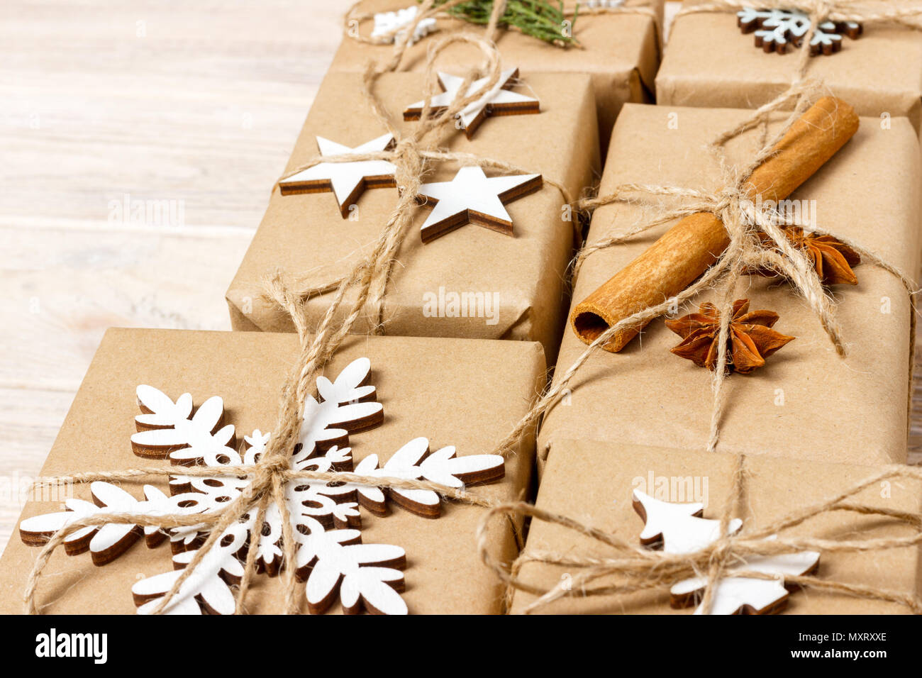 Regali Di Natale Di Carta.Regali Di Natale Con Il Fatto A Mano Di Decorazioni Posto
