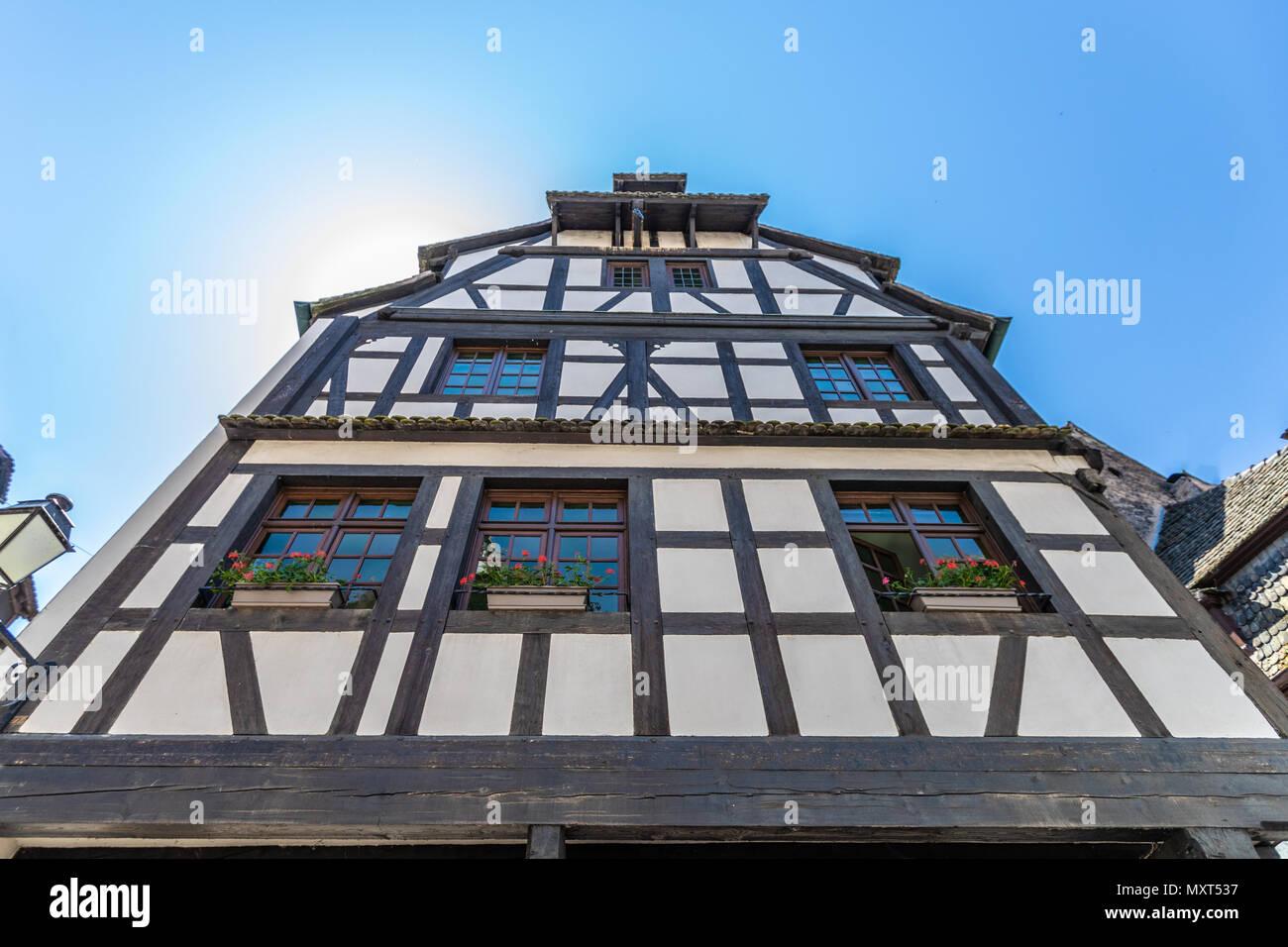 Tradizionali case colorate in la petite france di for Case tradizionali