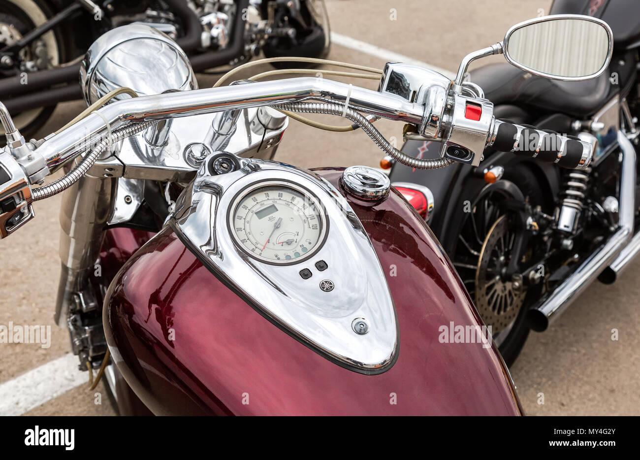 Samara, Russia - 19 Maggio 2018: il tachimetro e il serbatoio di carburante di un motociclo close-up Immagini Stock