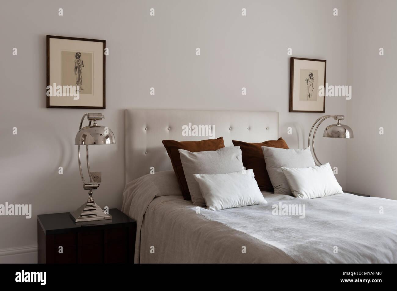 Letto matrimoniale in camera da letto in stile contemporaneo ...