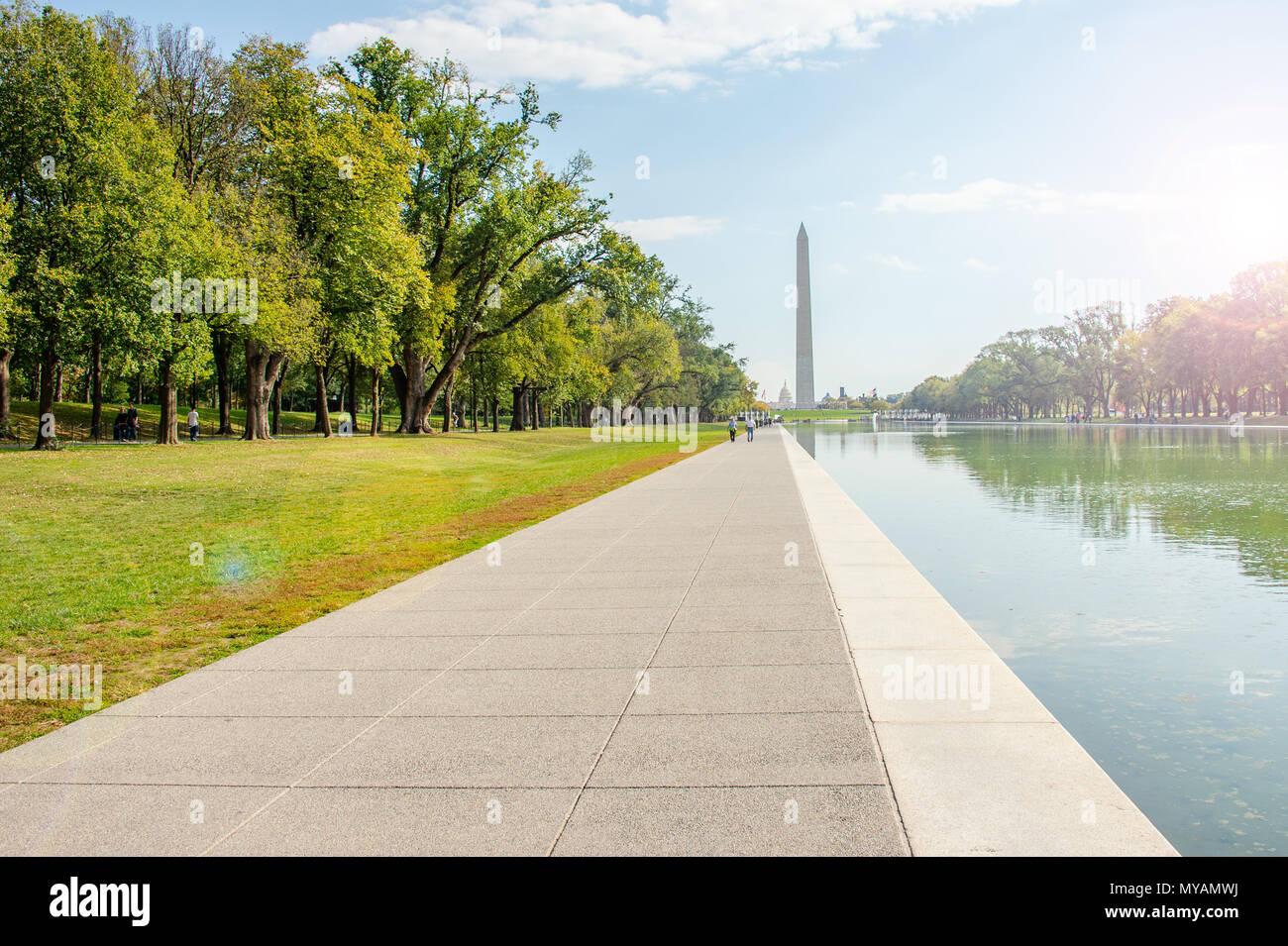 Washington, DC Ottobre 2016: un raro momento di quiete sul National Mall nella capitale della nazione la AMID ha riportato il caos in corso nella Casa Bianca Immagini Stock