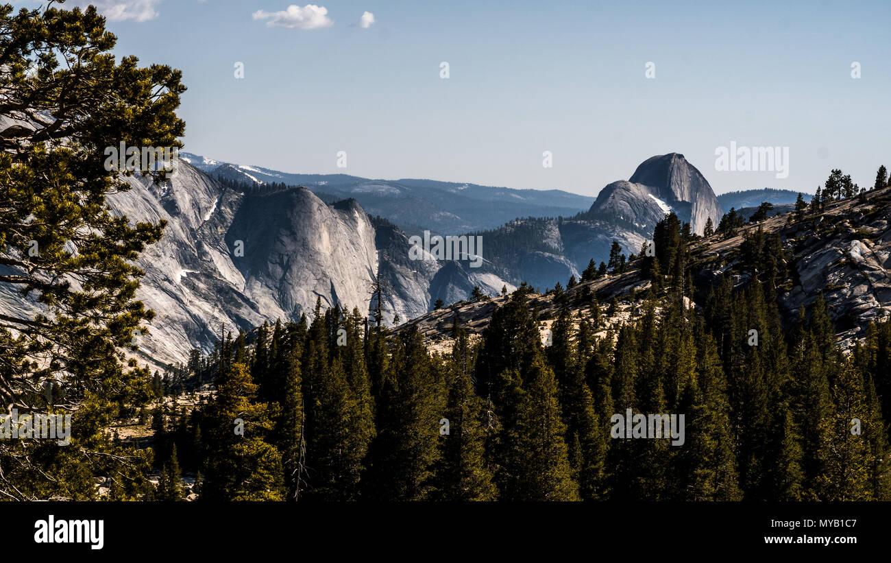 Mezza Cupola come si vede dal punto Olmsted nel Parco Nazionale di Yosemite. Immagini Stock