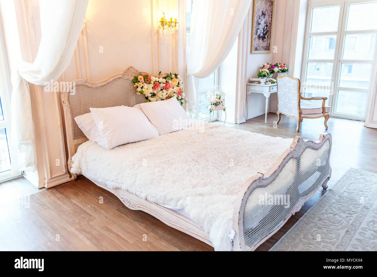 Bellissimo il lusso classico bianco luminoso interno pulito ...