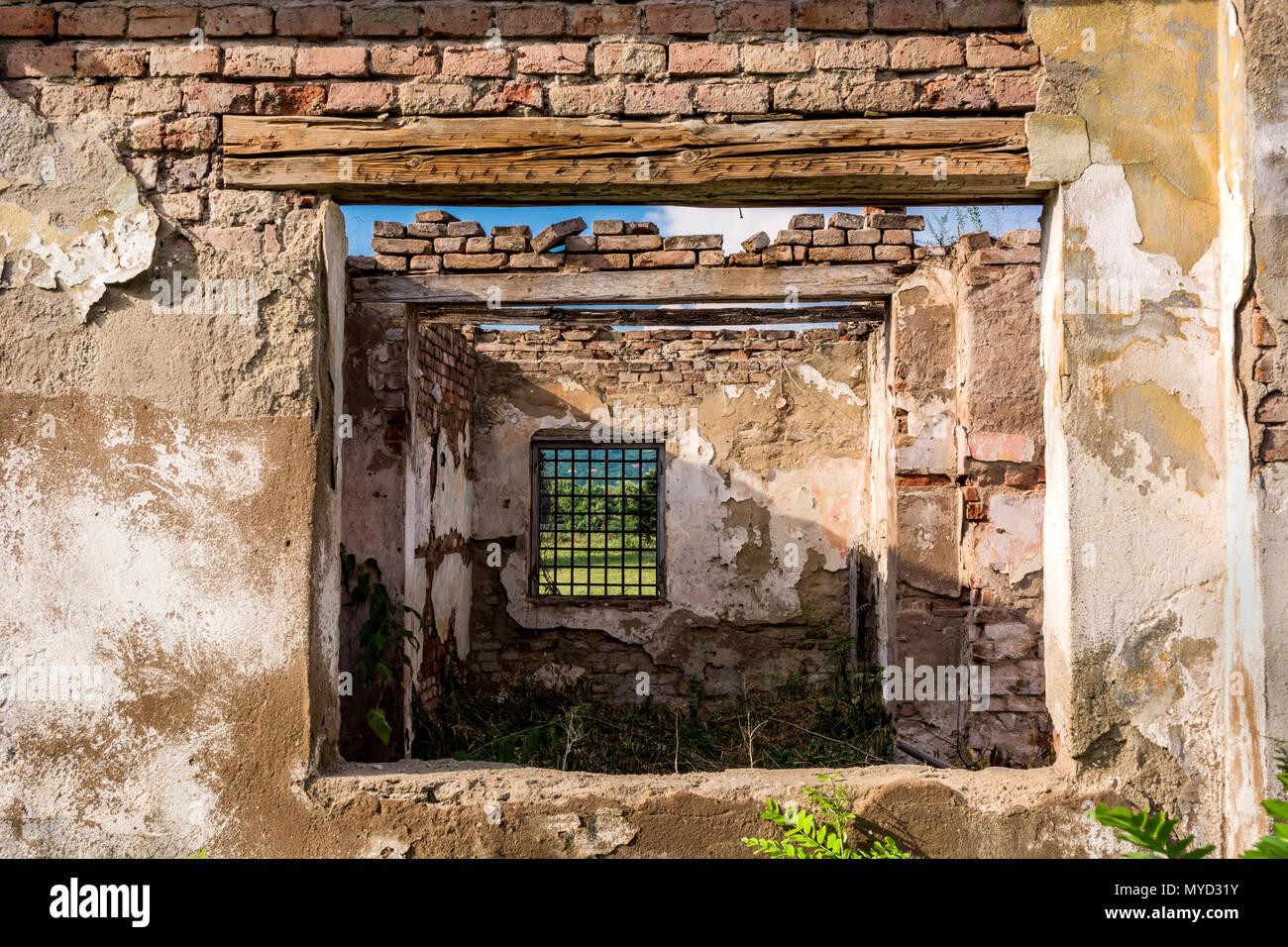 Quadri astratti windows e interni, le rovine di un abbandonato ...