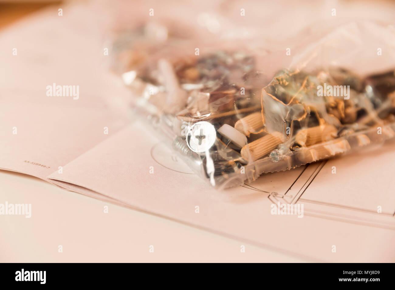 Un Insieme Di Mobili.Assemblea Di Mobili Immagini Assemblea Di Mobili Fotos Stock Alamy