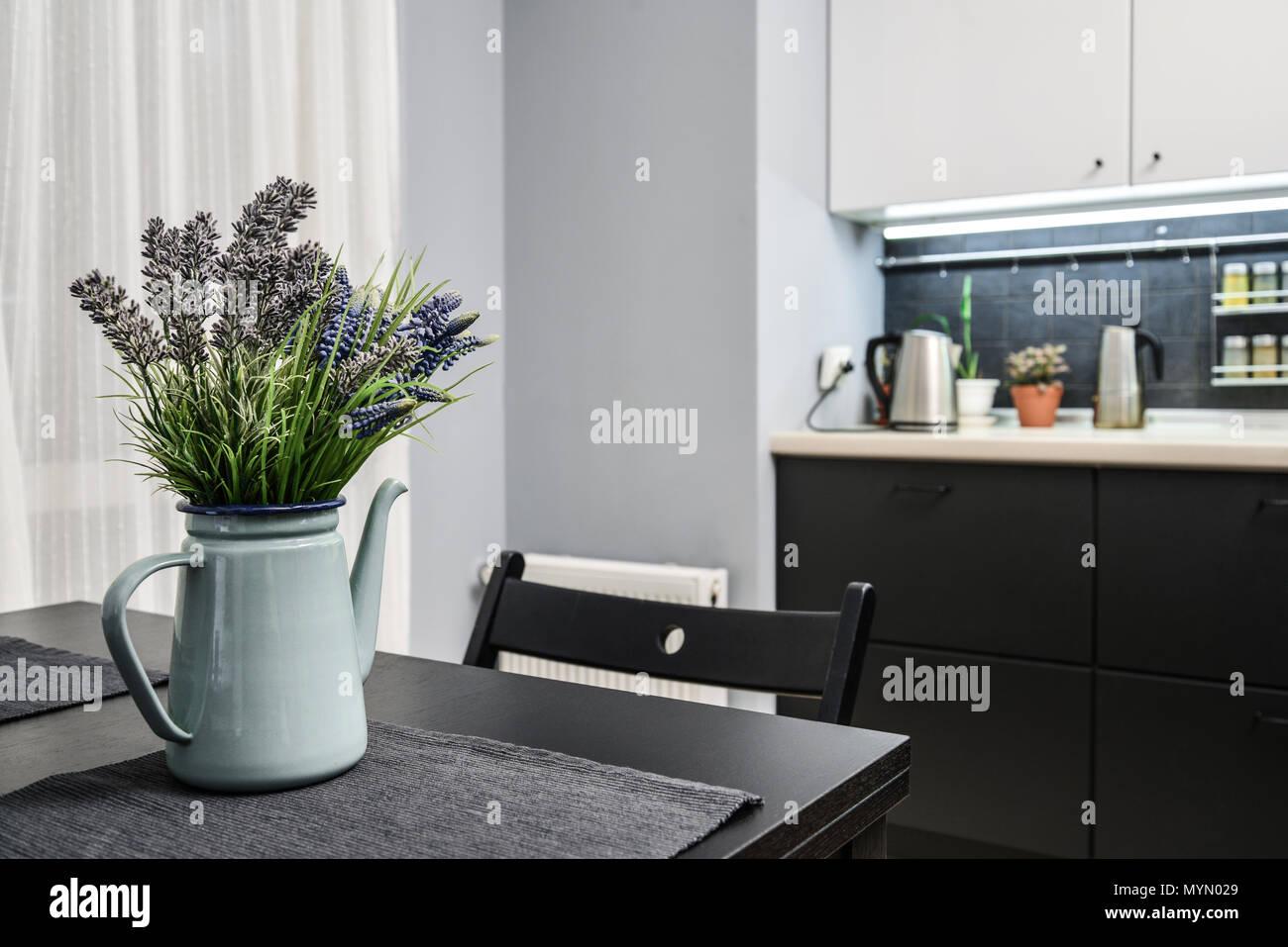 Arredamento Bianco Grigio E Nero.Interno Della Cucina In Stile Moderno Con Bianco E Arredamento