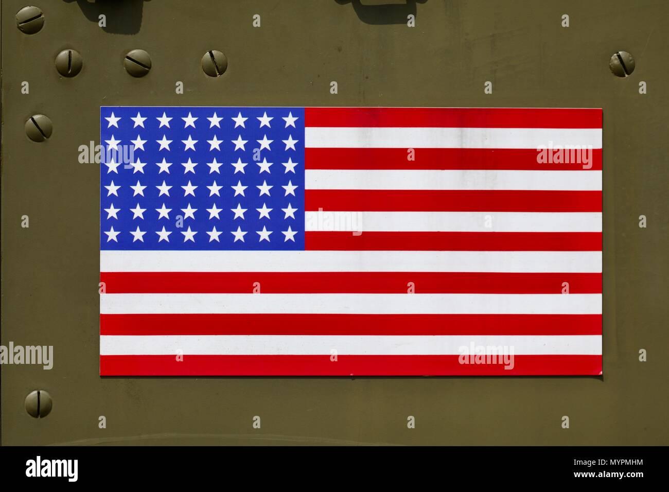 La Bandiera Americana Sulla Porta Per Una Guerra Mondiale 2 US Army M2 A Mezza Via Trasporto Di Personale