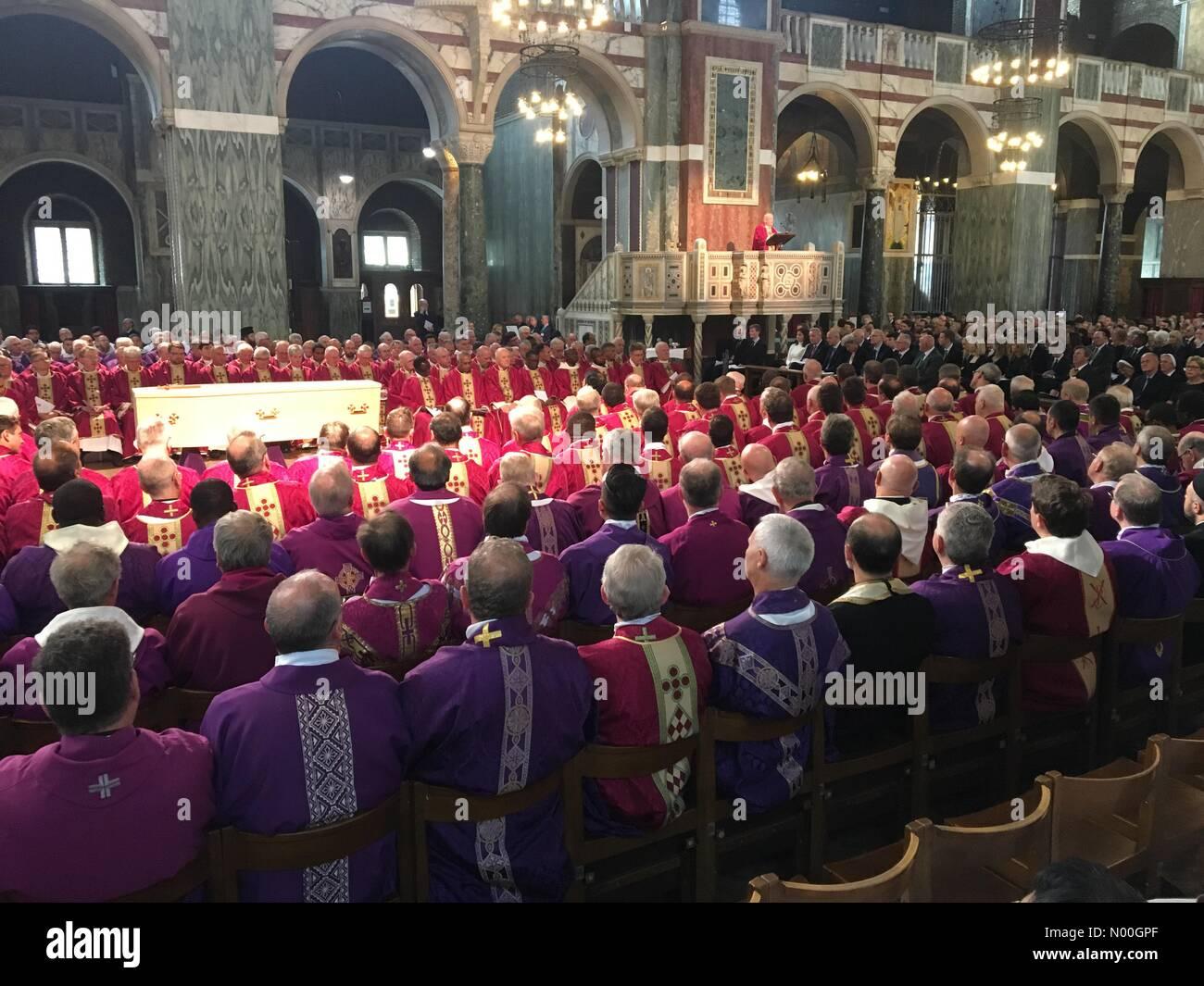 Bressenden pl, Londra, Regno Unito. Xiii Sep, 2017. il cardinale Cormac Murphy O Connor funerale credito: Graham hodson/stockimonews/alamy live news Foto Stock