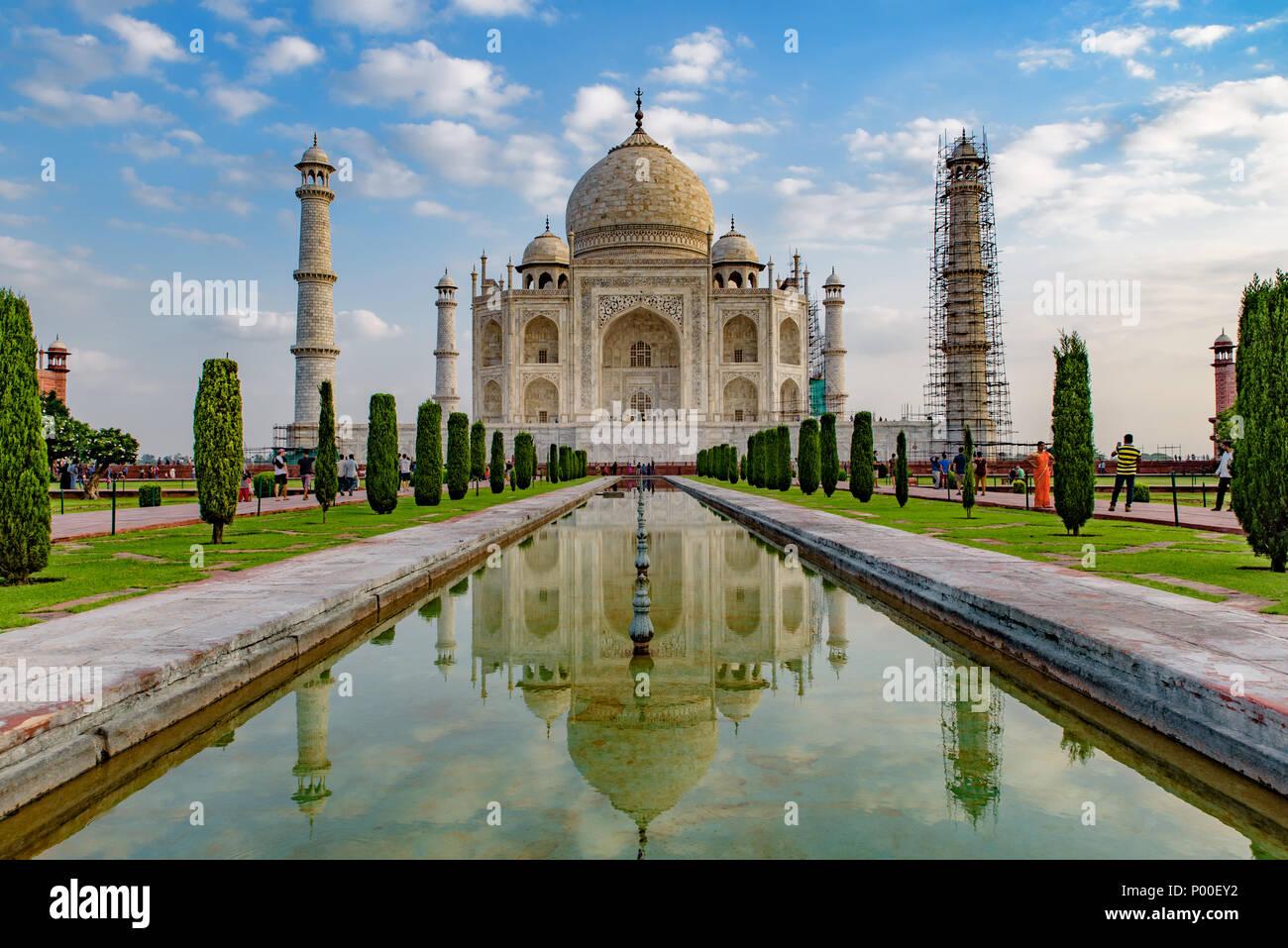 Taj Mahal con la riflessione sull'acqua, Agra, India Immagini Stock