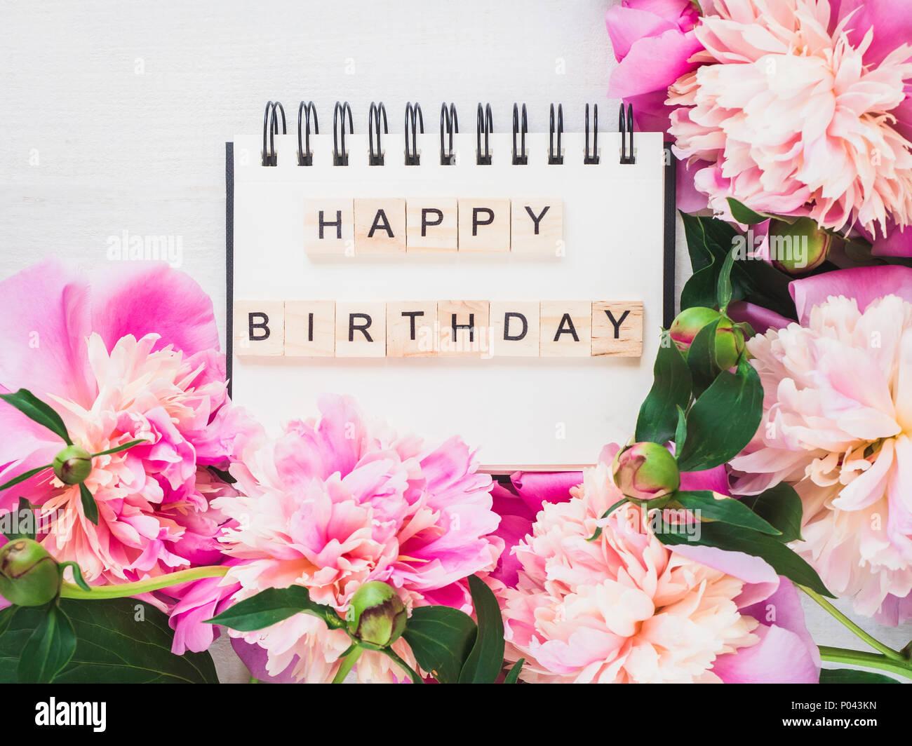 Vuoto Nella Pagina Del Notebook Con Gli Auguri Di Buon Compleanno