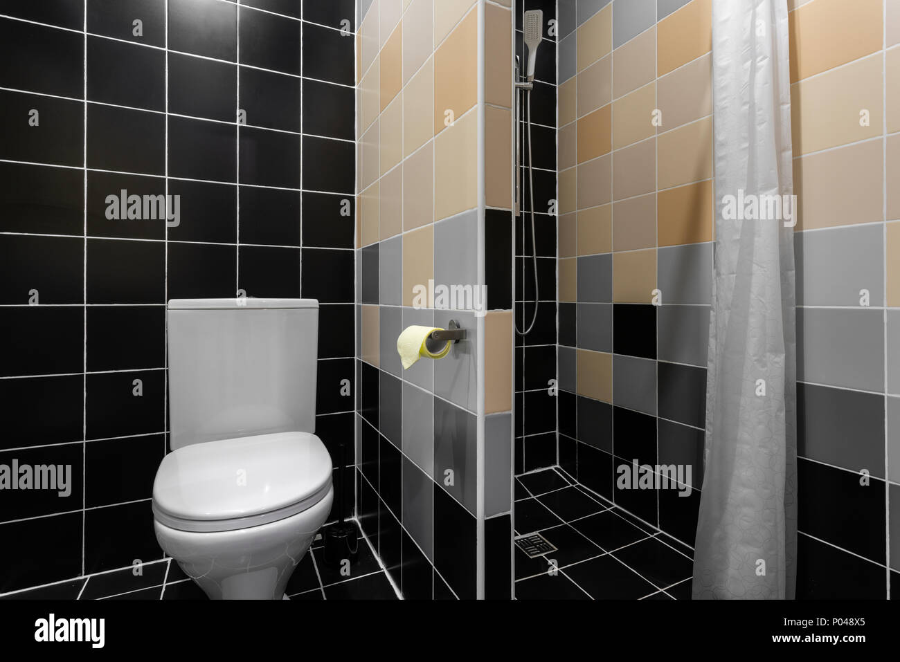 Bagno con doccia wc e lavandino hotel camera standart semplici