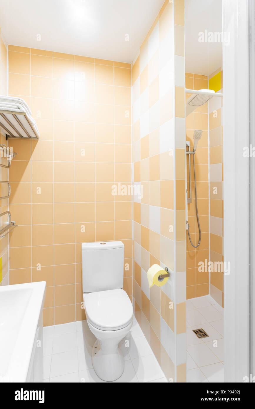 Bagno Con Doccia Wc E Lavandino Hotel Camera Standart Semplici Ed