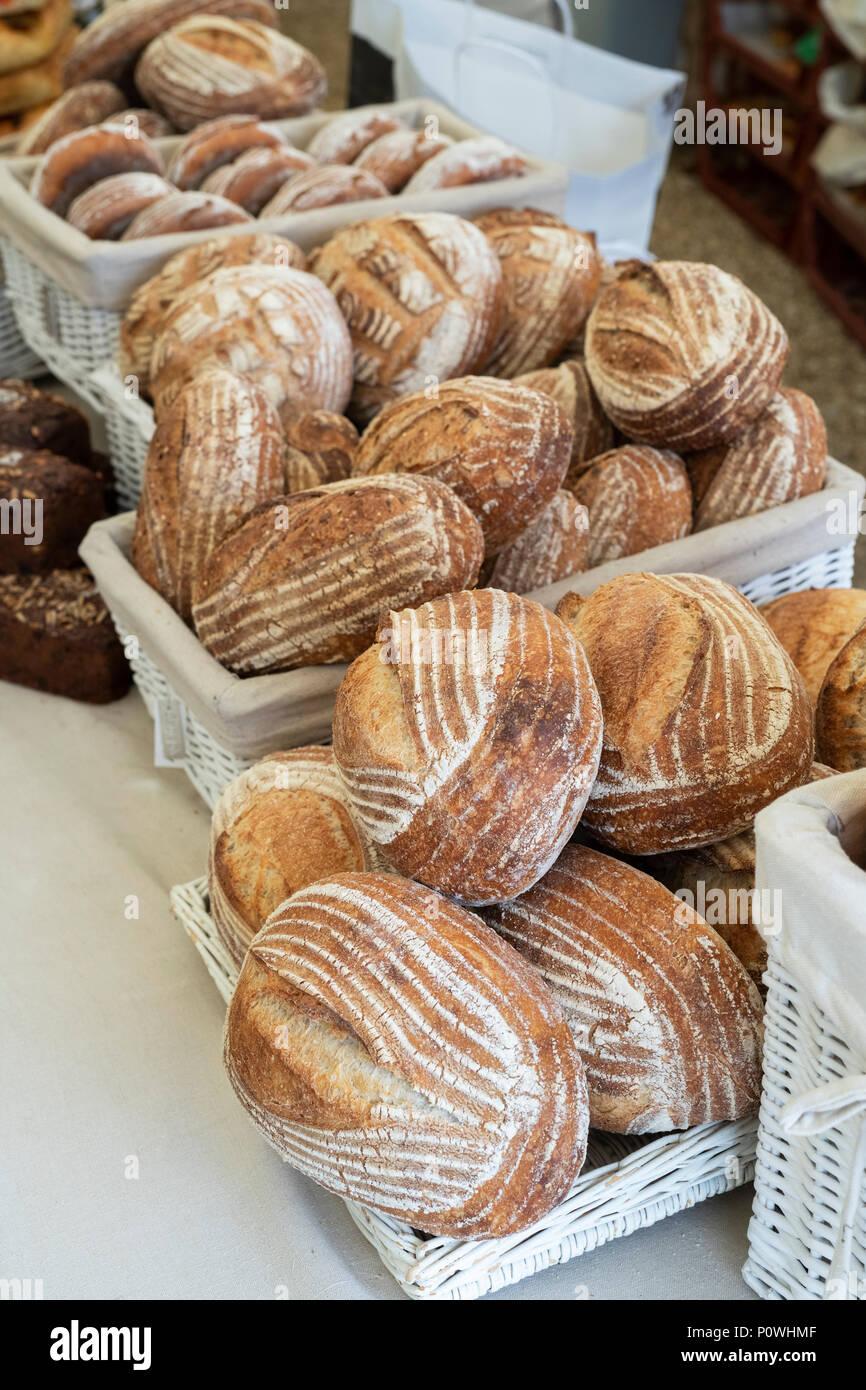 Pane di pasta acida per la vendita a Daylesford fattoria organica summer festival. Daylesford, Cotswolds, Gloucestershire, Inghilterra Immagini Stock