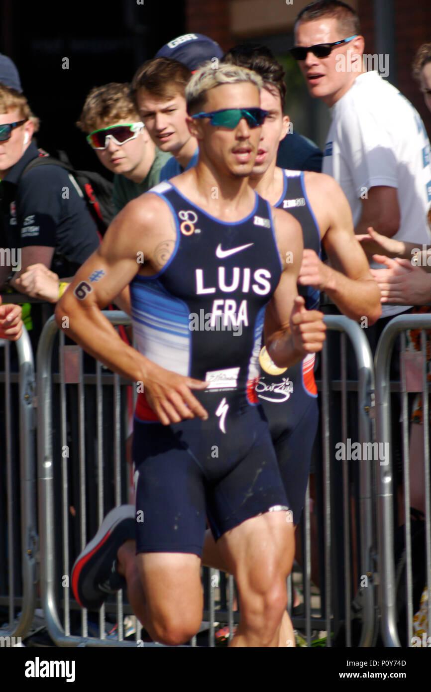 Leeds, Regno Unito. Il 10 giugno 2018. Vincent Luis, numero 6, della Francia, sul suo modo al terzo posto nel mondo ITU serie Triathlon Leeds mens' dell'evento. Credito: Jonathan Sedgwick/ Alamy Live News. Immagini Stock