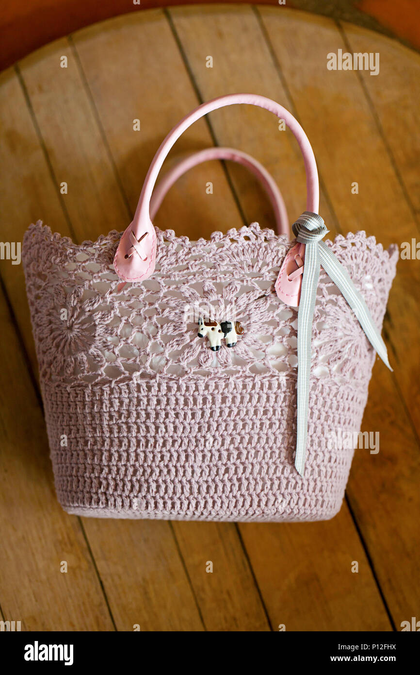 224a36209d Embellished Bag Immagini & Embellished Bag Fotos Stock - Alamy