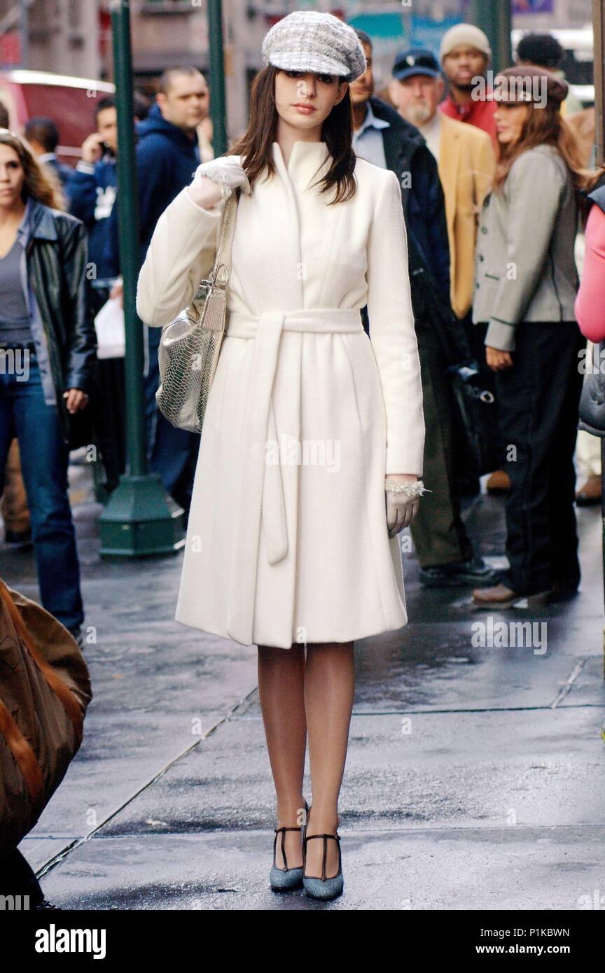 Immagini Hathaway Prada Amp; Wears Film Still nX1qXOa4A