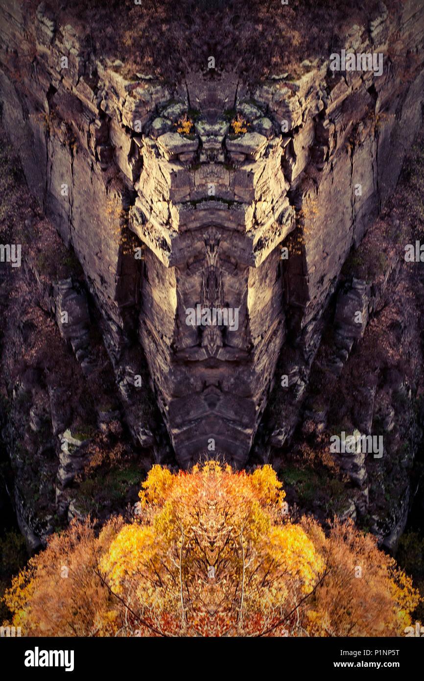 Metropolitana surreale paesaggio da fiaba. I racconti della grotta. Imponente roccia di doom. Immagini Stock