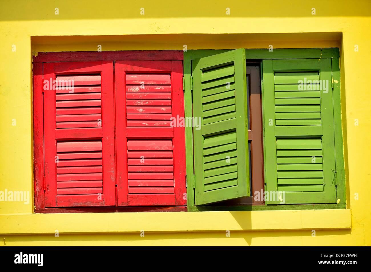 Colore Esterno Casa Rosso : Vista frontale della vendemmia tradizionale singapore negozio casa