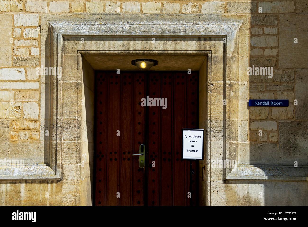 Segno - esami in corso - a Uppingham School, a Uppingham, Rutland, England Regno Unito Foto Stock