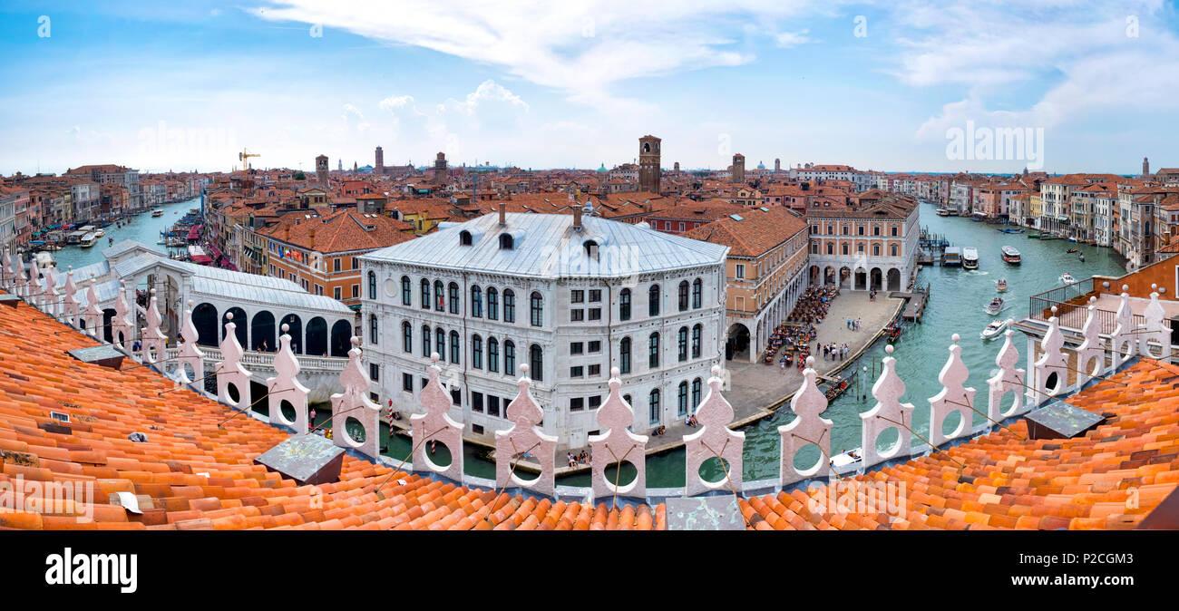 Vista dalla cima del Fondaco dei Tedeschi, Venezia Italia Foto Stock
