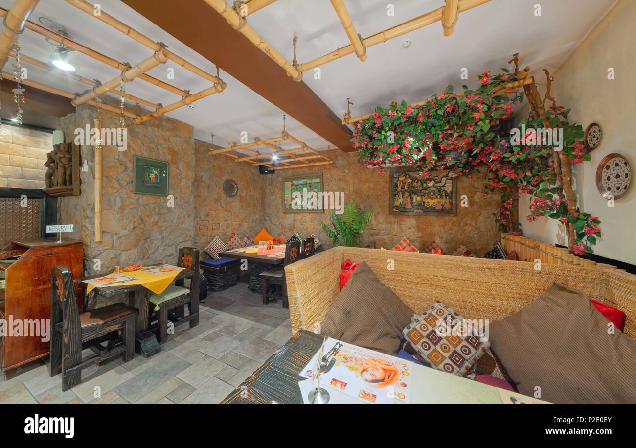 Mosca - Settembre 2014: interni e gli arredi del ristorante ...