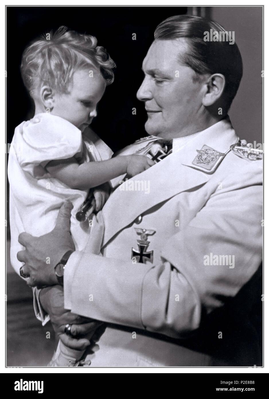 Vintage ritratto paterno 1930 Edda Goering con suo padre Hermann Goering capo della Luftwaffe Nazista 1938 Berlino Germania Immagini Stock