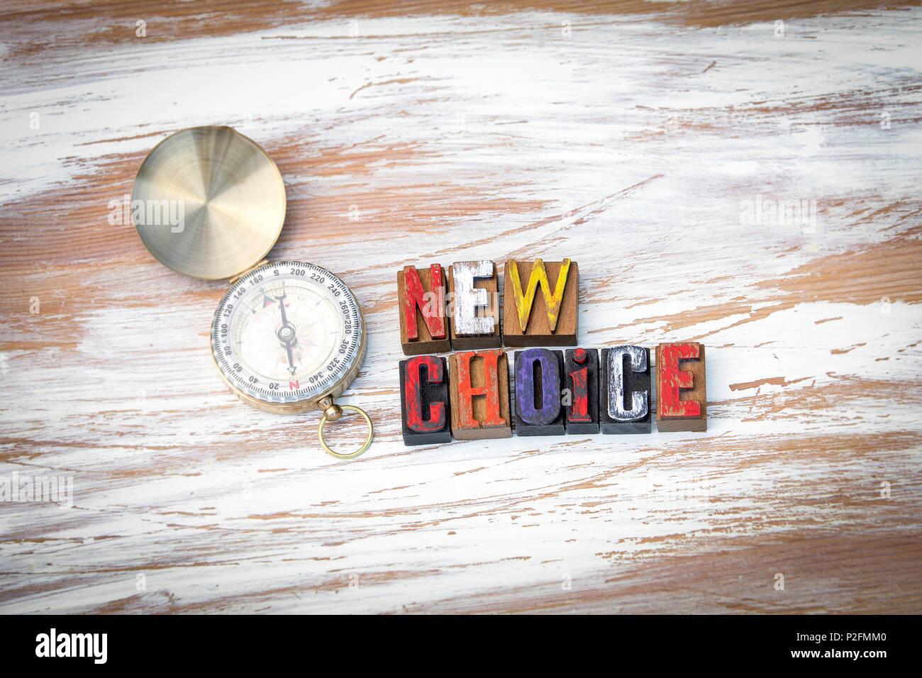 Nuova scelta. Lettere di legno sulla scrivania in ufficio Immagini Stock