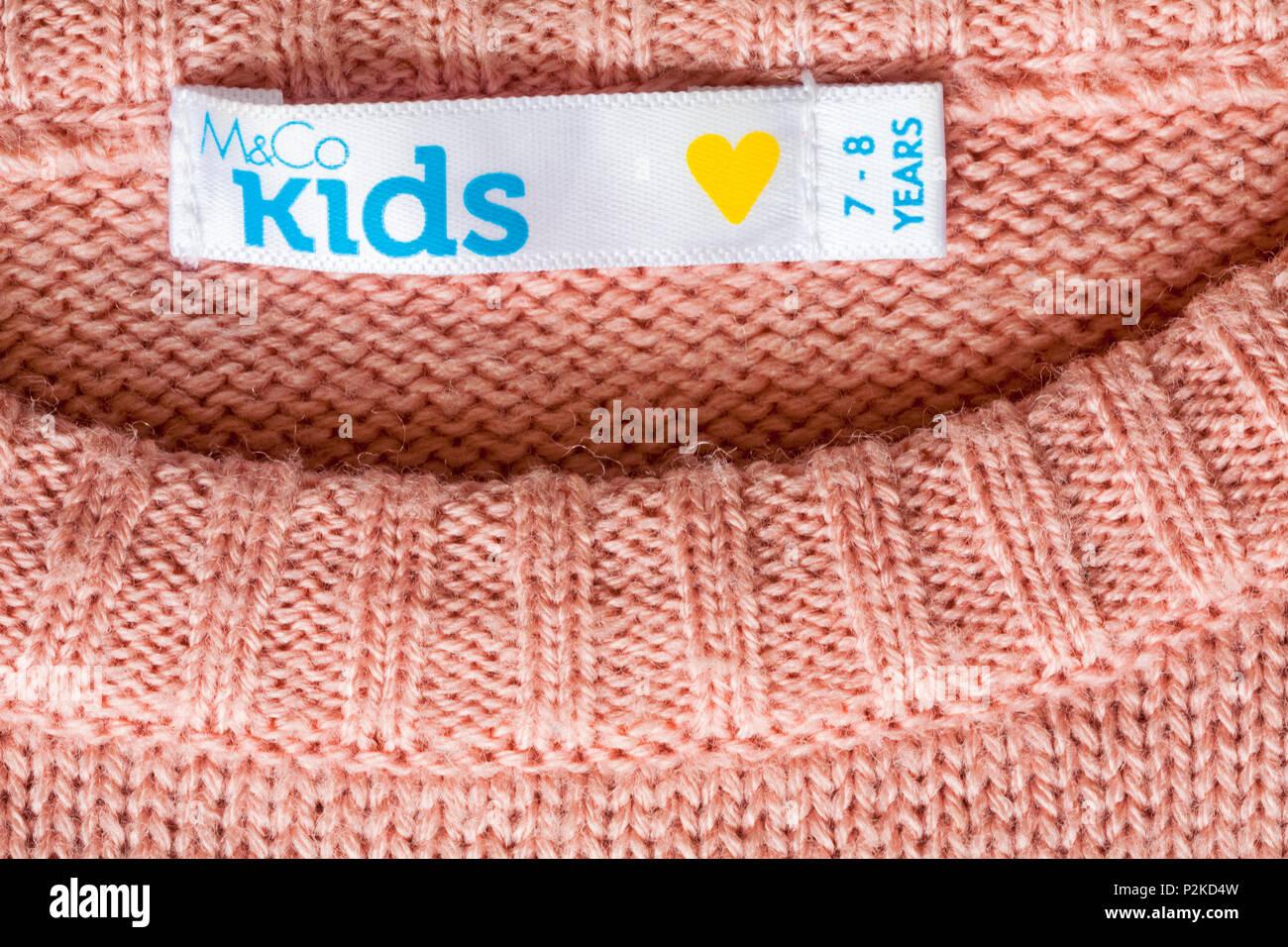 Etichetta in M&Co i ragazzi ragazze jumper per 7-8 anni Immagini Stock