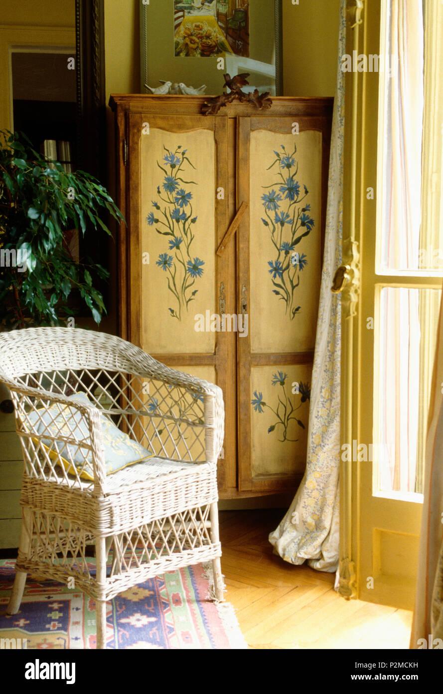 Poltrone Vimini Vintage.Poltrona In Vimini E Decorativamente Vintage Verniciato