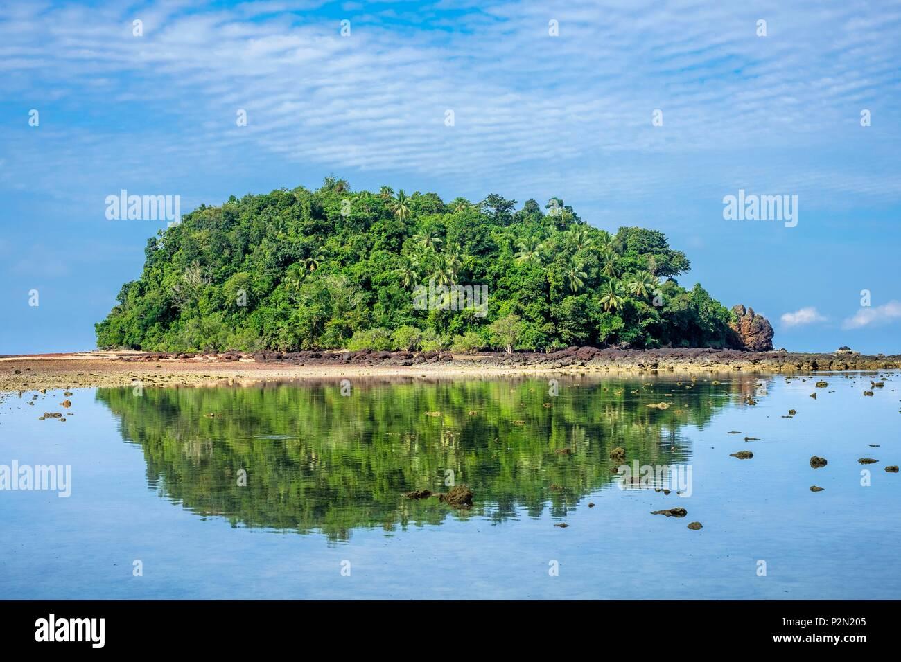 Thailandia, Trang provincia, Ko Libong isola, isoletta rivolta Haad Kao Lang spiaggia che può essere raggiunta a piedi con la bassa marea Immagini Stock