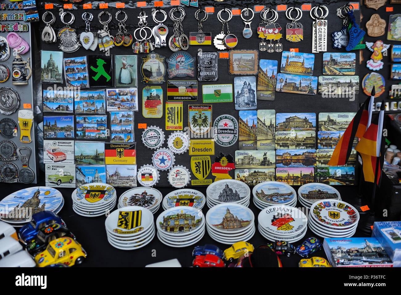 Dresden, Germania, souvenir e negozio di souvenir presso un negozio di souvenir stand Immagini Stock