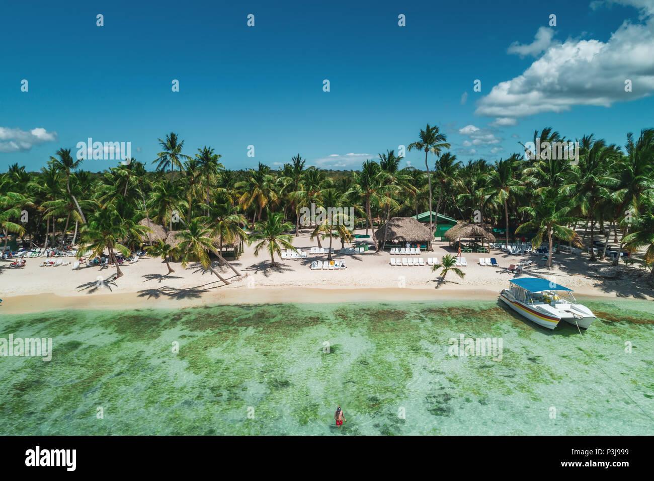 Vista aerea di Tropical Island Beach, Repubblica Dominicana Immagini Stock