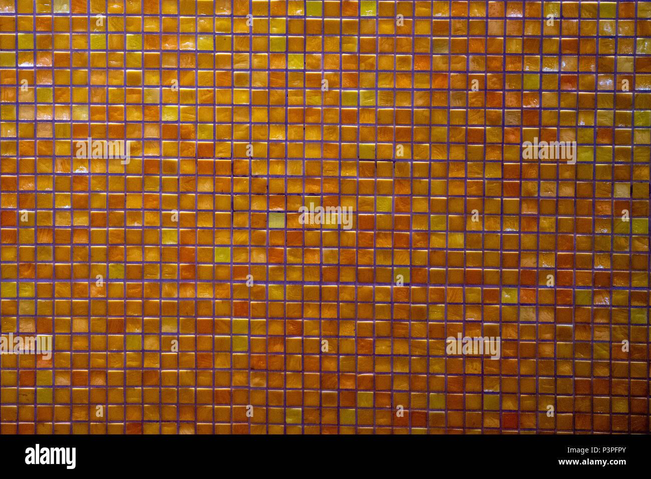 Arancio e giallo mosaico piastrella vetrificata texture di sfondo