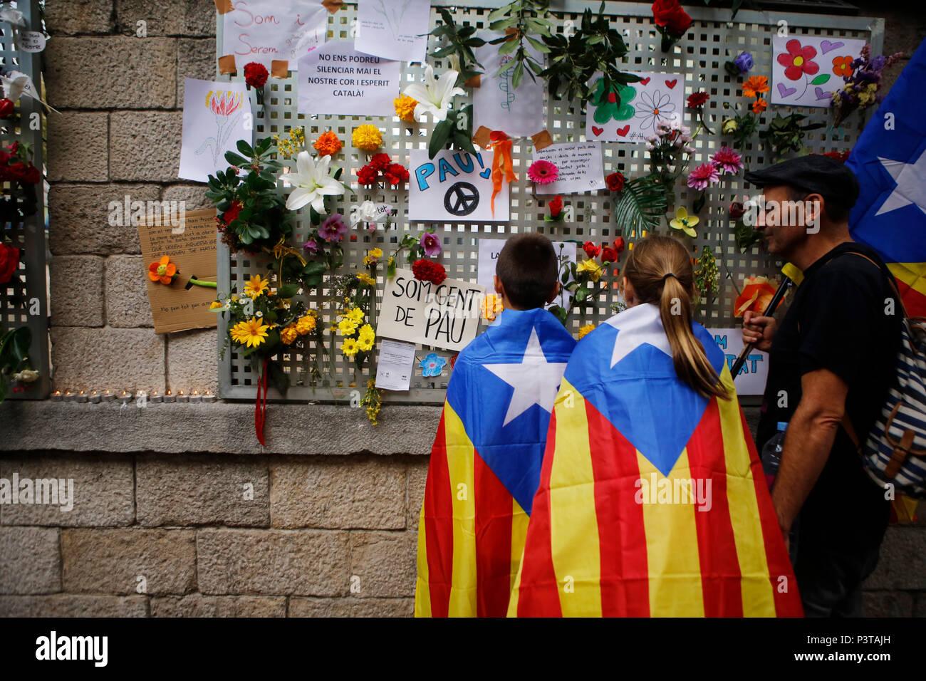 Girona, in Catalogna, Spagna - Lutto per il violento intervento della polizia il giorno del referendum sull indipendenza Immagini Stock
