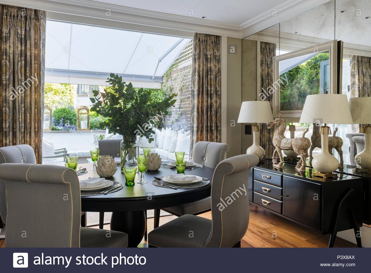 Credenza Da Centro : Disposizione di foglia in centro del tavolo con credenza da fiona