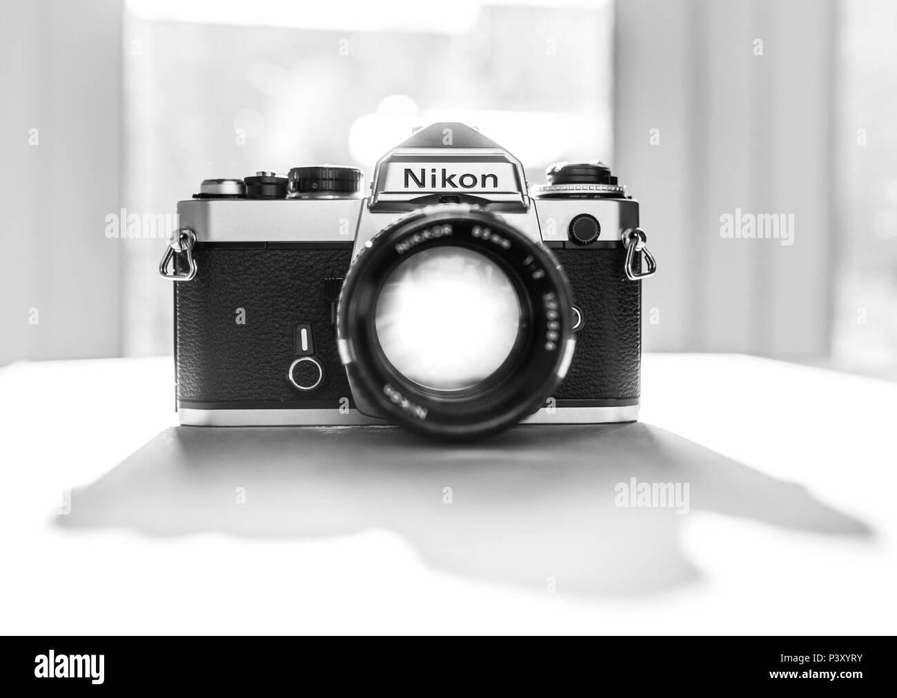Nikon FE reflex a lente singola 35mm Pellicola professionale fotocamera, lanciata per la prima volta nel 1978 e rimase in produzione fino al 1983. Immagini Stock