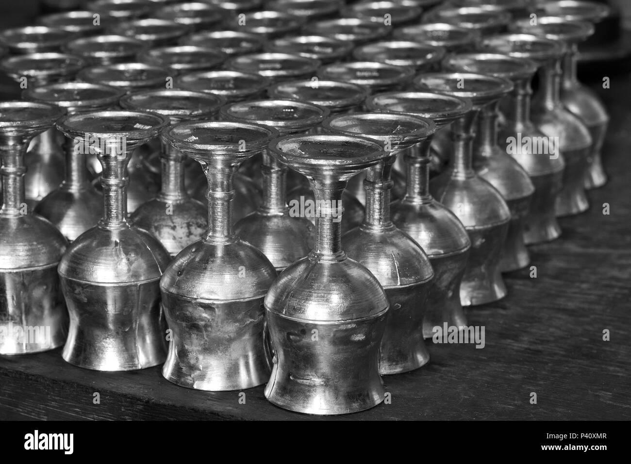 São João del Rei - MG Estanho elemento químico de símbolo Sn Taças de Estanho São João del Rei Minas Gerais Sudeste Brasil Immagini Stock