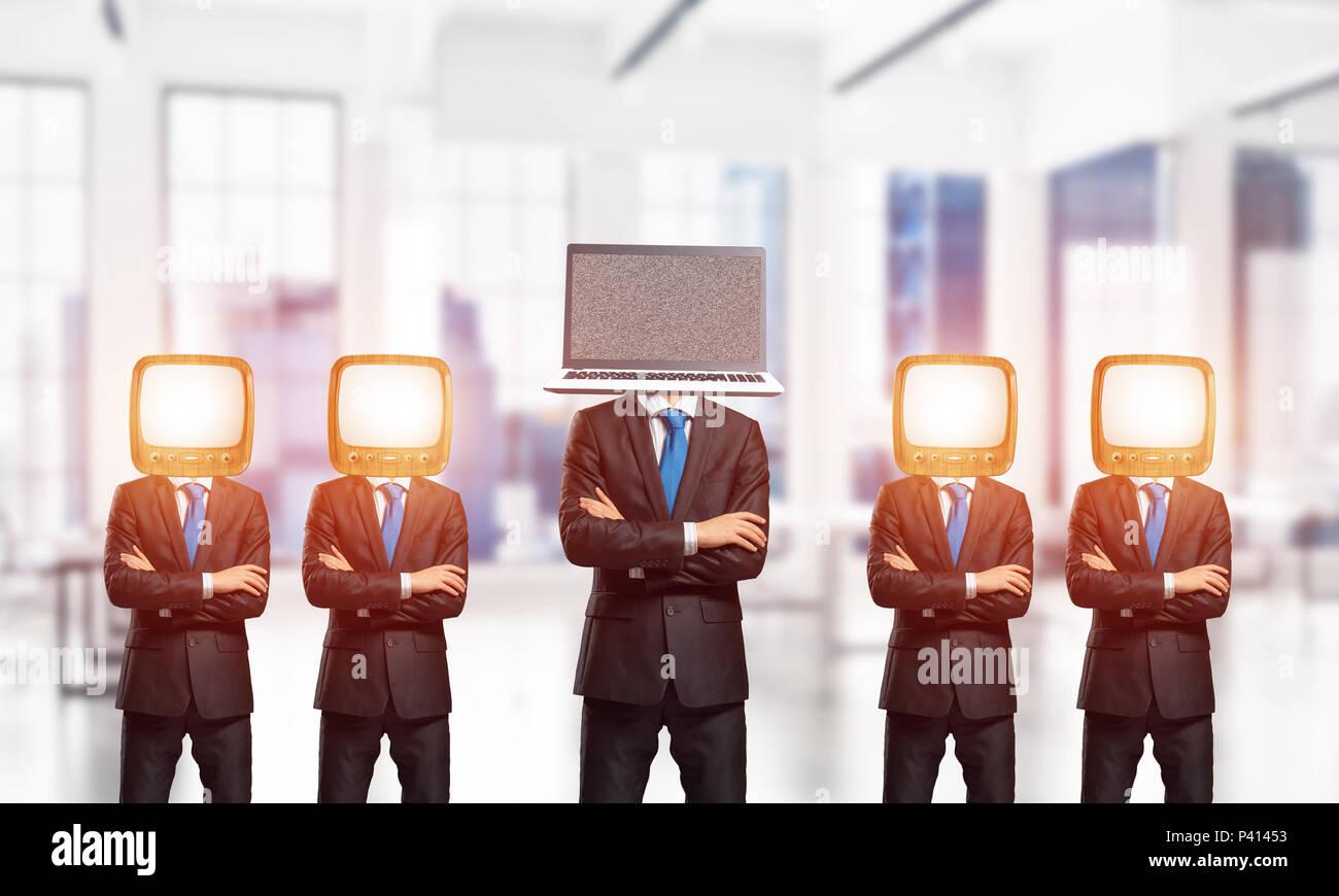 Le moderne tecnologie contro uno vecchio. Immagini Stock