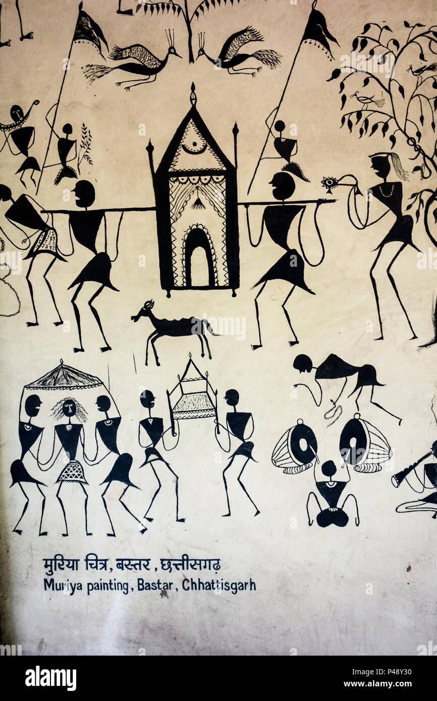 Esposizione di una pittura Muriya, da Bastar, Chhattisgarh di bianco e nero con figure a livello nazionale in materia di artigianato Museum di New Delhi, India Immagini Stock